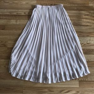 Dresses & Skirts - Uniqlo pleated skirt